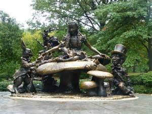 Statue Alice